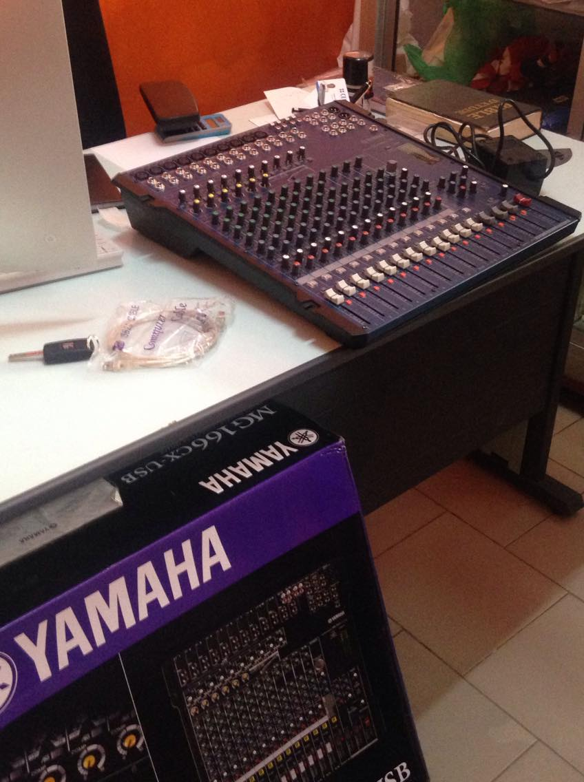 Amplificateurs, tables de mixage, baffles et micros